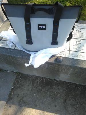 Yeti 30 Liter Hopper 2 Cooler Bag for Sale in San Francisco, CA
