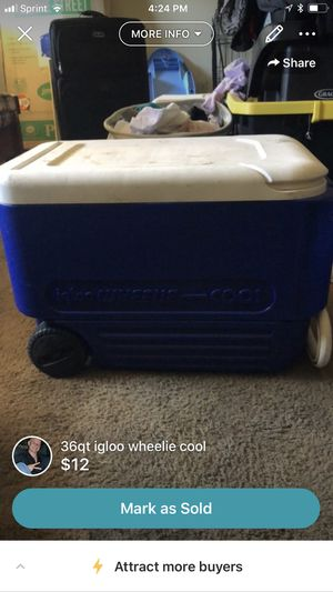 36qt igloo wheelie cooler for Sale in Harrisonburg, VA