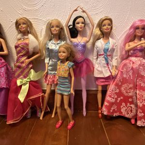 7 Barbie Dolls All With Clothes And Shoes for Sale in Fort Lauderdale, FL