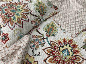 Full/Queen Reversible Quilt Set for Sale in Leesburg, VA