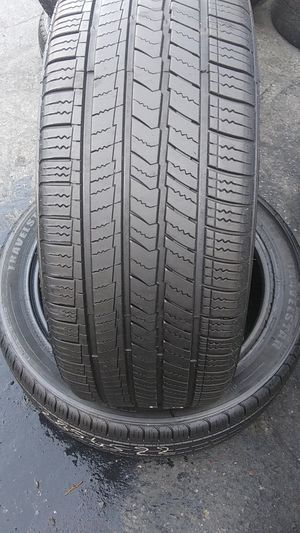 2 used tire travelstar 285/45/22 for Sale in Washington, DC