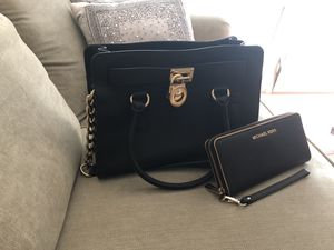 Michael Kors purse with matching wallet (never used) available for Sale in Silver Spring, MD