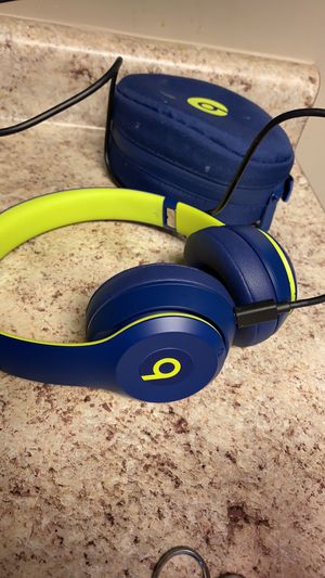 Brand new wireless beats come with pouch and charger .... for Sale in Pittsburgh, PA