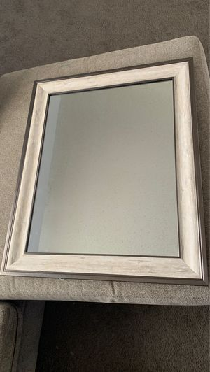 Wall mirror 28inx22in for Sale in Port St. Lucie, FL
