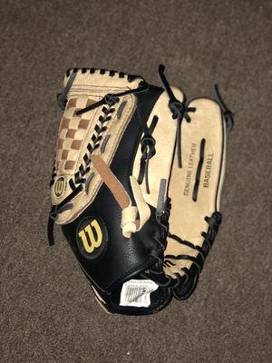 Baseball glove for Sale in Billerica, MA