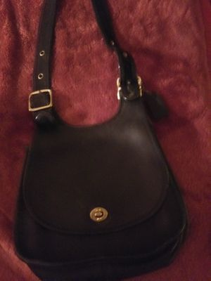 Coach vintage crossbody leather gold hardware good condition for Sale in Fairless Hills, PA
