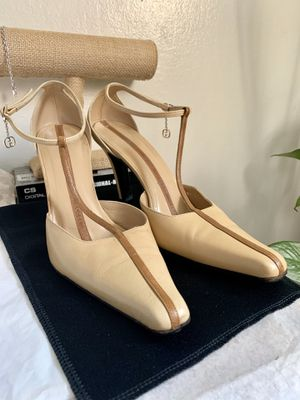 Gucci Womens Vintage Square Toe Logo Charm Pumps Beige Leather Size 8.5 for Sale in Los Altos, CA