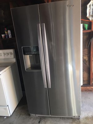 Whirlpool fridge for Sale in Fresno, CA