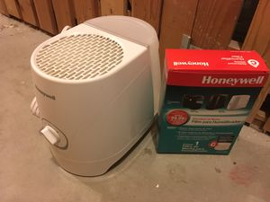 Honeywell Single Room Humidifier with New Filter for Sale in Seattle, WA