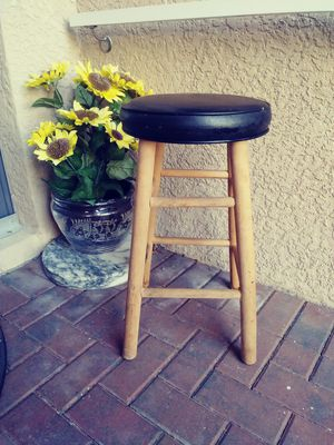 Wooden bar stool with black cushion.24inches for Sale in Fort Myers, FL