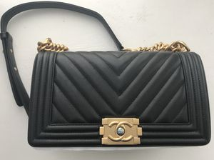 Chanel medium boy bag in caviar leather for Sale in New York, NY