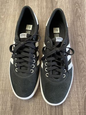 Adidas shoes size 9 for Sale in Montclair, CA