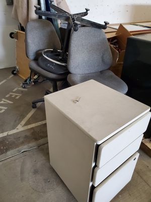 Small desk drawer and office chairs for Sale in Hayward, CA