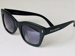 STEVE MADDEN ELEMENT SUNGLASSES ($120) for Sale in Raleigh, NC