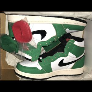 Air Jordan 1 Retro High Lucky Green (W) - Size 7.5 for Sale in Chicago, IL