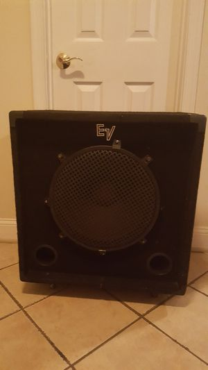 EV bass guitar speaker system B-115 for Sale in Greater Landover, MD