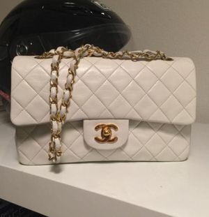 100% authentic Chanel Flap Cross body Bag for Sale in Silver Spring, MD