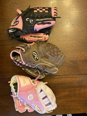 Softball 🥎 gloves for Sale in Rialto, CA