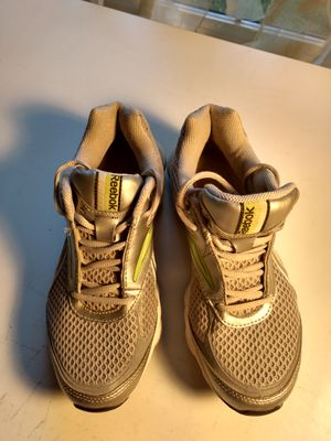 Light Gray Reebok Size 6 shoes for Sale in Germantown, MD
