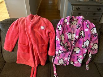 Size 6 robes like new hello kitty for Sale in Chesapeake,  VA