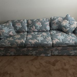 Floral Pull Out Couch for Sale in Bellevue, WA