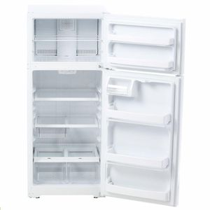 GE 17.5 Cu Ft Top Freezer Refrigerator for Sale in Portland, OR