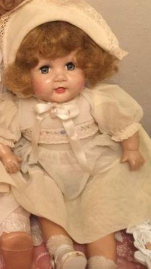 Vintage gorgeous old ANTIQUE doll crier no cracks no missing parts original dress and bonnet face is excellent 1940's composition over 50 yrs old for Sale in Brecksville, OH