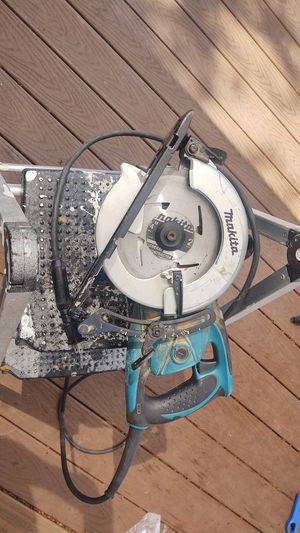 Makita worm saw professional-grade 5477NB for Sale in Damascus, OR