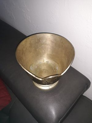 French Vintage decorative bowl.7 in x7 in. No idea what is made from for Sale in Bay Harbor Islands, FL