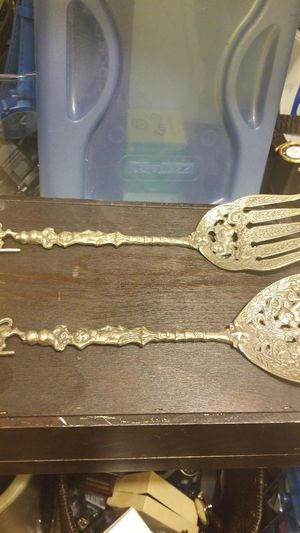 ANTIQUE VERY OLD HAND CARVED SERVING SPOONS for Sale in Springfield, VA
