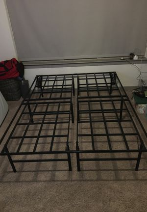 Queen size bed frame for Sale in Austin, TX