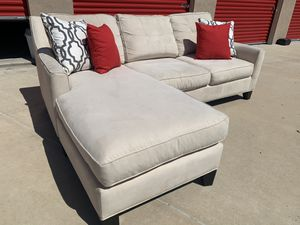 Can deliver - Cindy Crawford cream sectional couch sofa for Sale in Burleson, TX