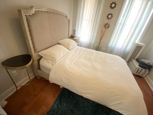 Bedroom set (bed, drawer with mirror, and nightstand) for Sale in Brooklyn, NY