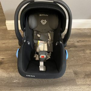 Uppababy Car seat Includes 2 car bases for Sale in Fort Worth, TX