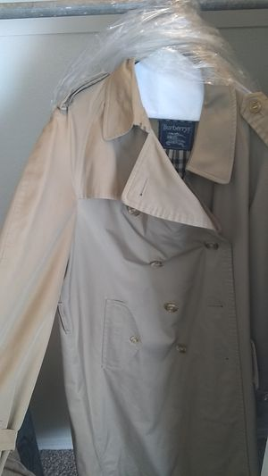 Burberry Trench coat for Sale in Midwest City, OK