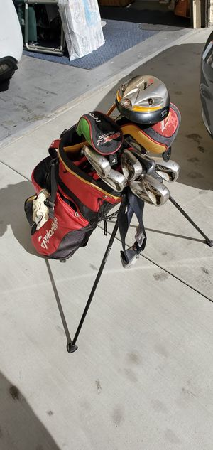 Tailormade left handed like new with nike golf shoes size 10 for Sale in Long Beach, CA