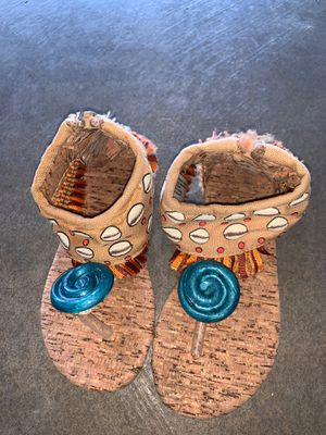 Moana sandals, size 6/7 for Sale in San Jacinto, CA