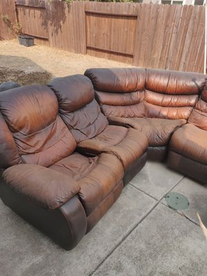 Free sectional couch sofa for Sale in Sacramento, CA