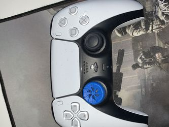 PS5 CONTROLLER. Don't like it. It's new and nice and clean. Had it for 1 month. for Sale in Rochester,  NY