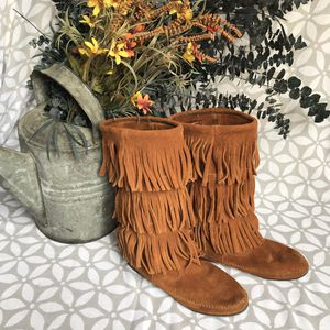 Minnetonka Fringe Boots Sz 8 for Sale in Chicago, IL