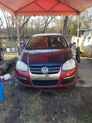 2006 jetta does run and drive has muffler leak car is loud and mass airflow sensor is out cost to fix $200 has ah turbo diesel motor for Sale in Okmulgee, OK