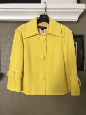 Macy's Inc fully-lined yellow jacket, size L for Sale in Vallejo, CA