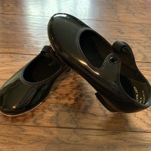 Little girl tap shoes size 9 for Sale in Escalon, CA