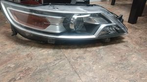 2012 Ford Taurus headlight for Sale in Philadelphia, PA