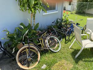 2 Huffy Nel Lusso, 1 Kent 3 Wheeler and Another Huffy All Need Tinkering for Sale in Palm Harbor, FL