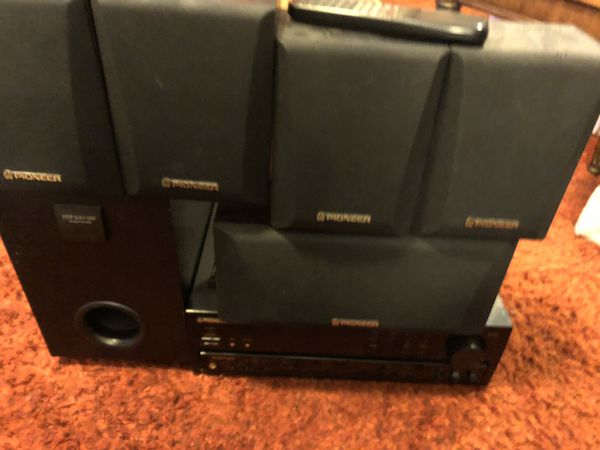 Pioneer Audio/video stereo receiver VSX-305 with remote and Dolby surround sound system pick up only Hilliard area