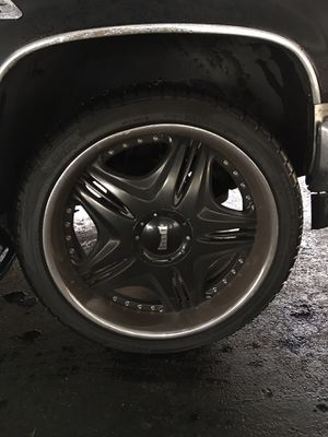 "24"" chrome and black 3 peice rims with new tires all around for Sale in Hialeah, FL"