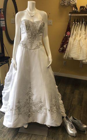 Beautiful wedding dress size 8 for Sale in Weslaco, TX