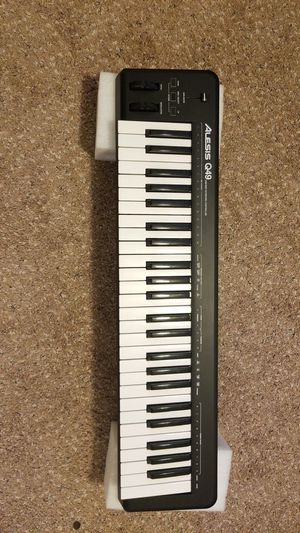 Alesis Q49 49-Key USB MIDI Keyboard Controller for Sale in Maple Valley, WA
