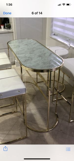 Beautiful Breakfast Nook (table only) for Sale in Miami, FL